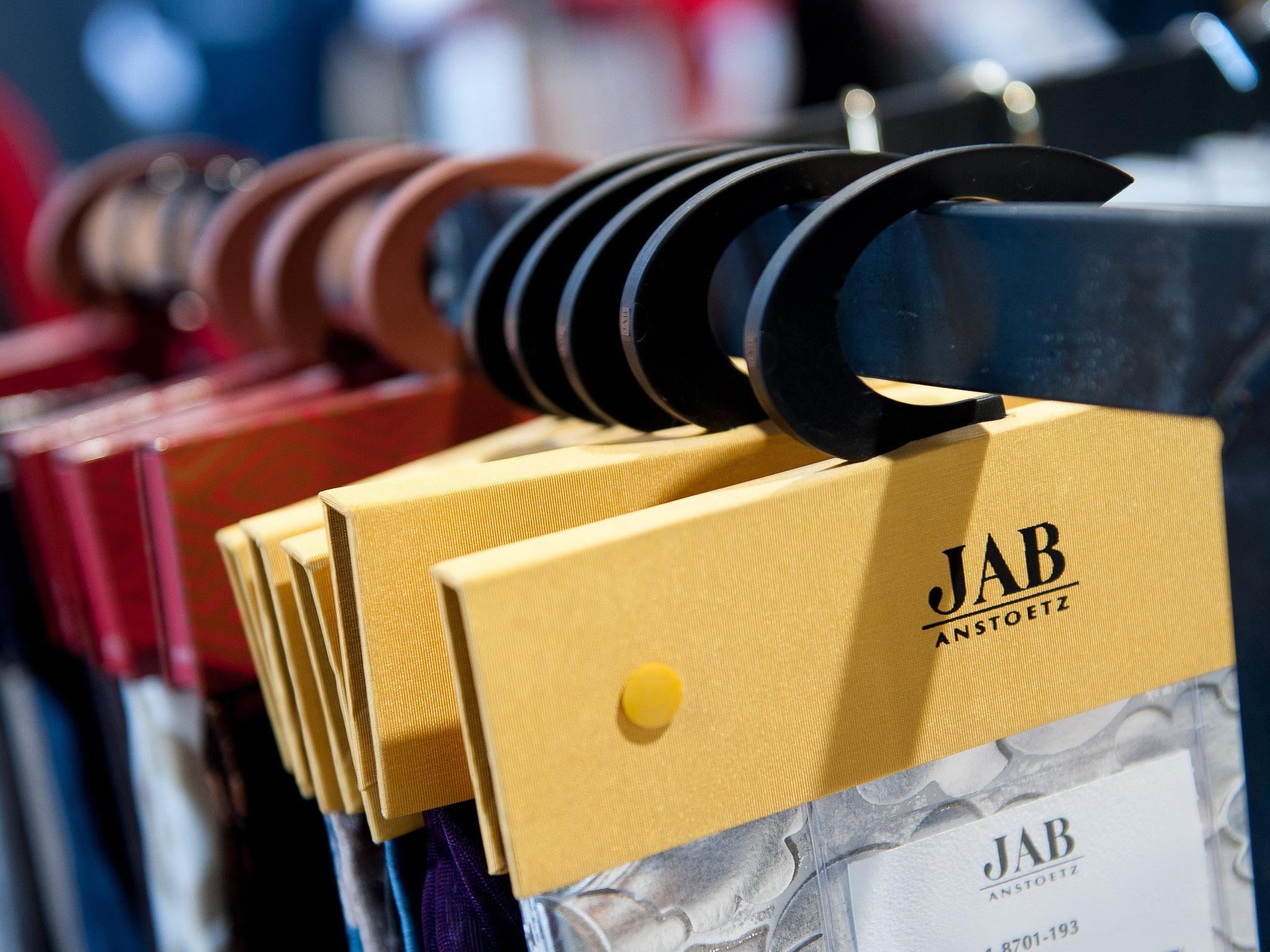 Tapeten | hochwertige Design-Bodenbeläge | LVT Luxury Vinyl Tiles | Stoffe - Vieles zum Anfassen, Spüren, Tasten, Faszinieren.